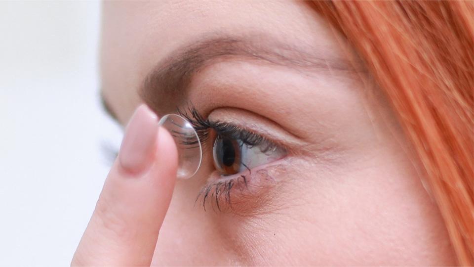 콘택트렌즈 사용 모습